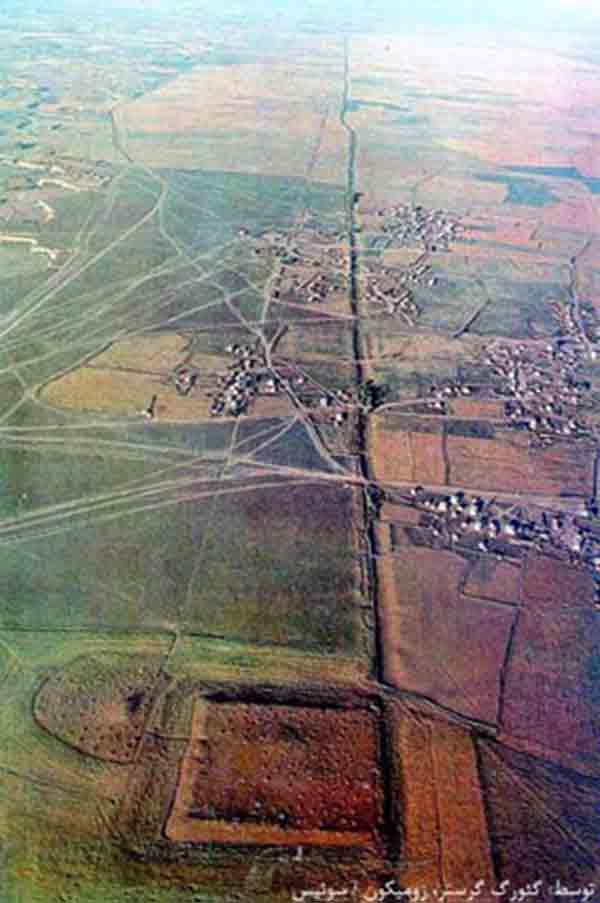 Foto udara yang menunjukkan garis Gorgan Wall masih terlihat jelas di lanskap.