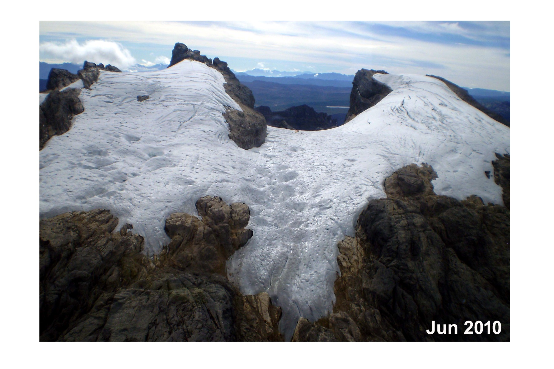 Gletser Puncak Jaya pada tahun 2010 [Credit : Lonnie Thompson]