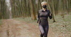 Olahraga menggunakan masker (Gustavo Fring/ Pexels)